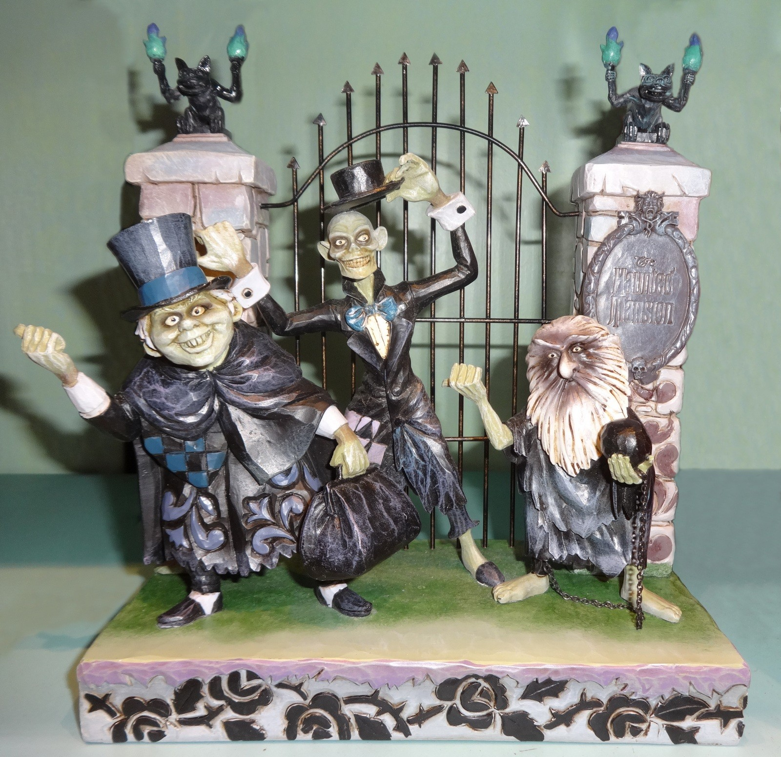 Disney Traditions ~ The Hitchhiking Ghosts Figurine by Artist Jim Shore © Dizdude.com