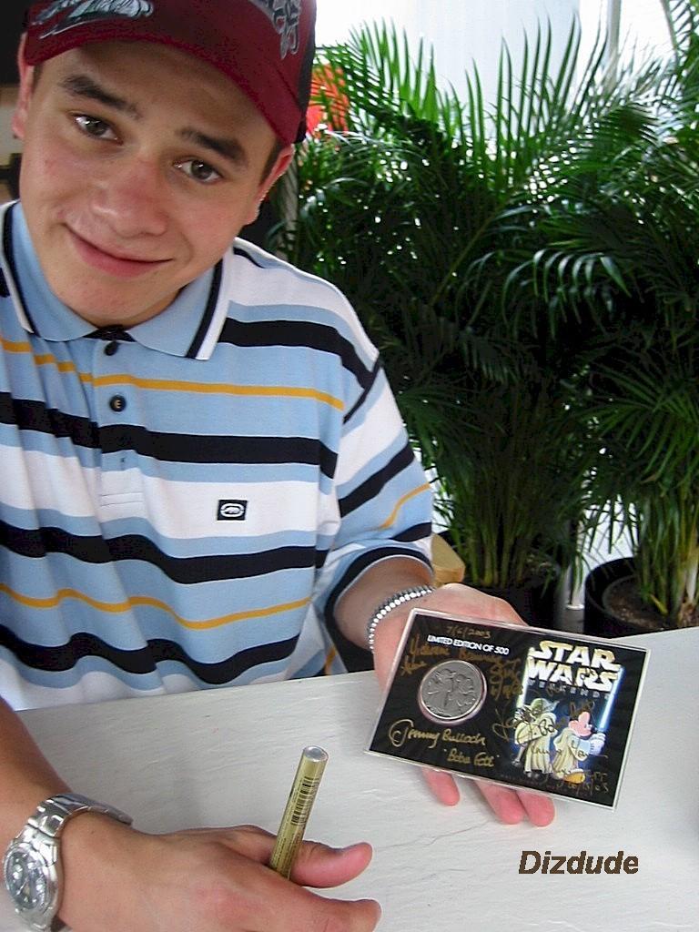 Daniel Logan (Young Boba Fett) Just after he Signed this Bounty Hunter Coin © Dizdude.com