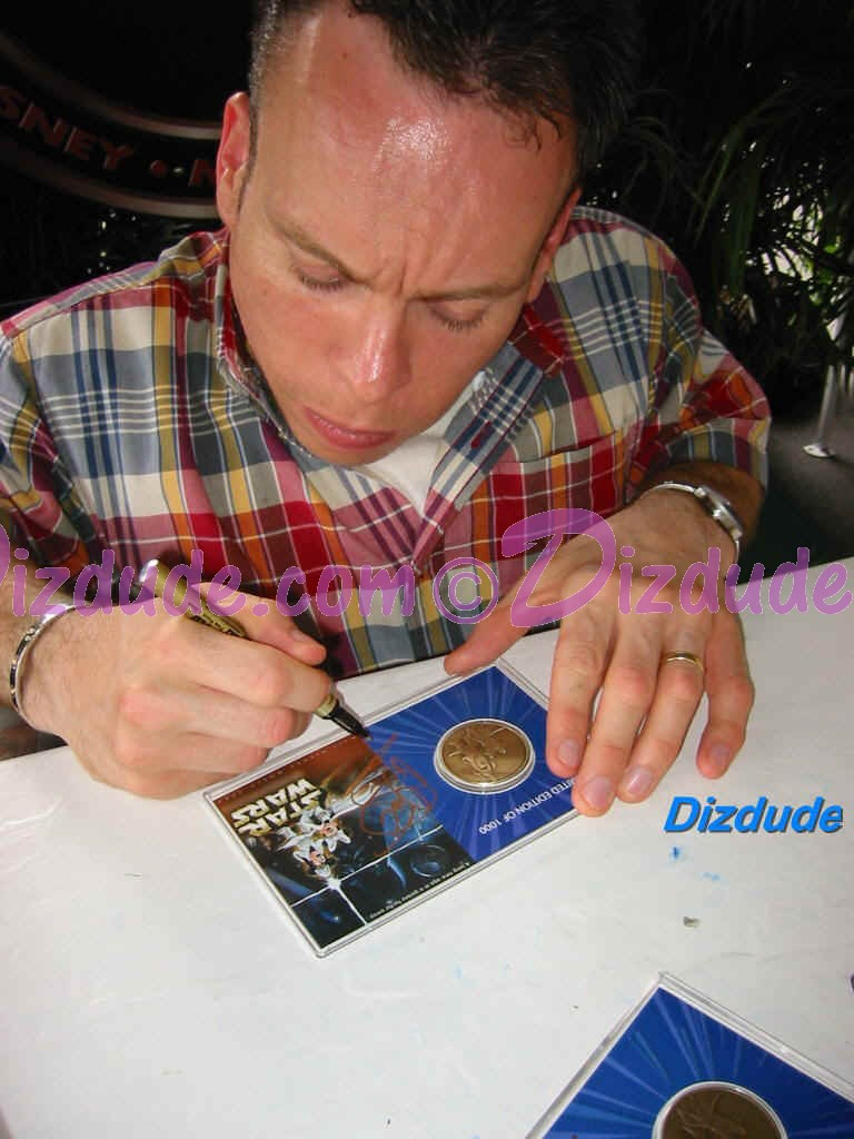 Warwick Davis (Wicket) signing the Bronze Coin LE1000 and dated 6-6-04,  at Star Wars Weekends 2004 © Dizdude.com